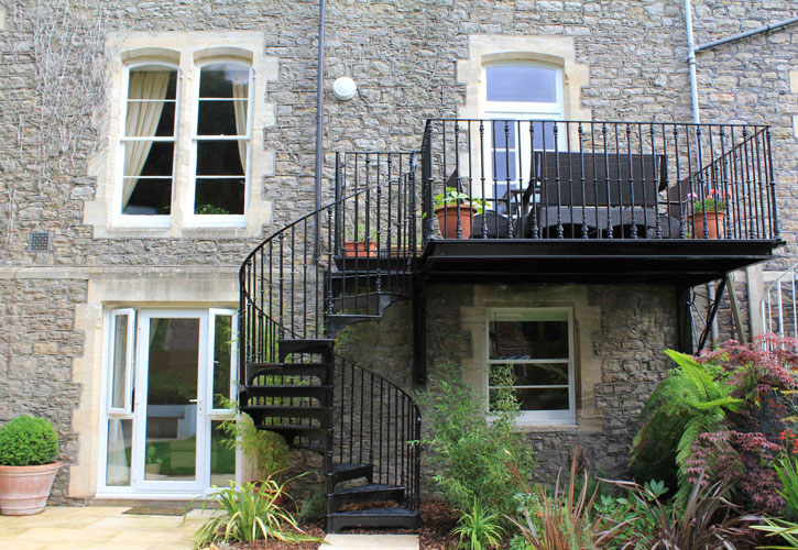 Wrought iron balcony construction and manufacturers for Balconies or balconies